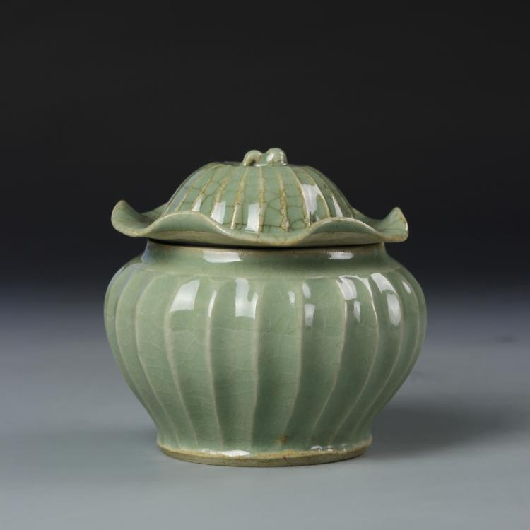 Chinese Lungquan Yao Jar with Cover