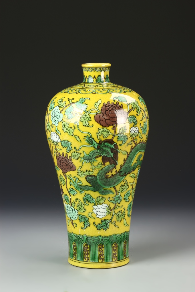 Chinese Som Cai Vase