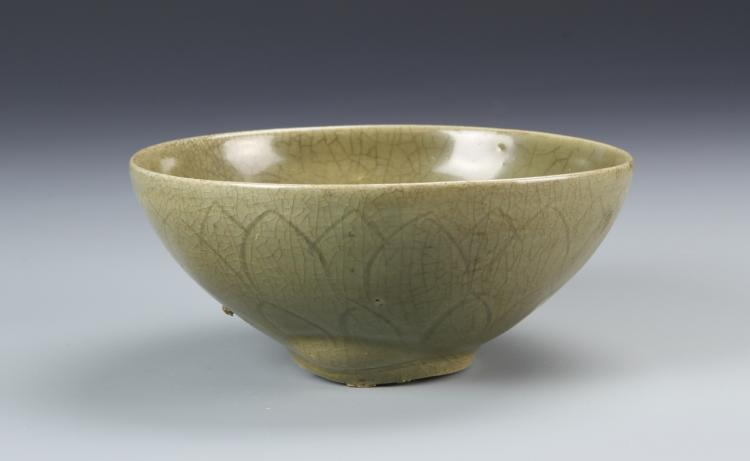 Chinese Antique Yue Yao Bowl