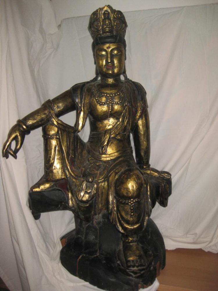 Chinese carved gilt wood seated Buddha, Qing/Ming 107 cm