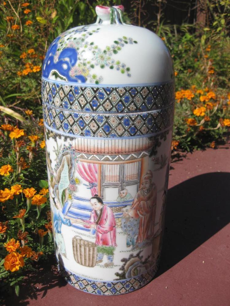 Qianlong 1736-1795?, Chinese porcelain vase, 12 people