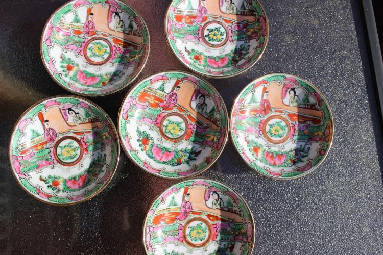 Set of 6 Chinese Rose Medallion porcelain tea saucers, Qing Dynasty;