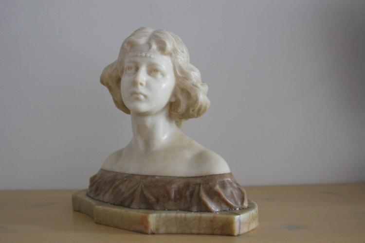 Amazing marble/alabaster sculpture of young woman by Italian sculptor Giovanni Broggi
