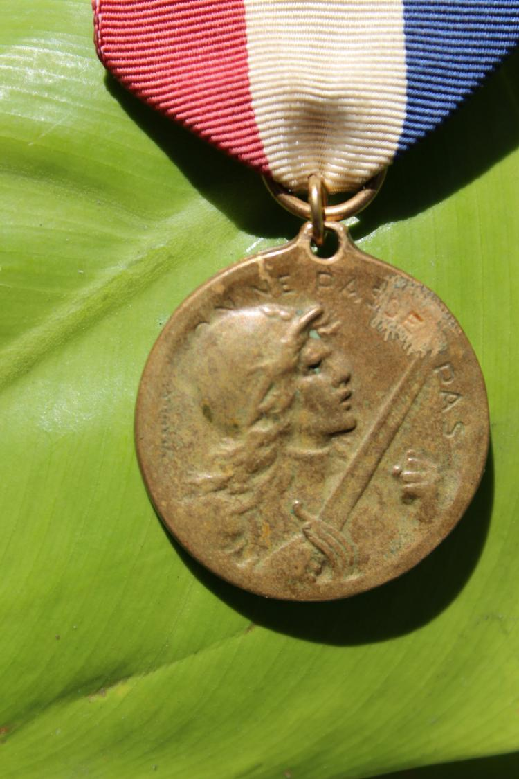 WWI French military medal on ribbon, battle of Verdun 1916;