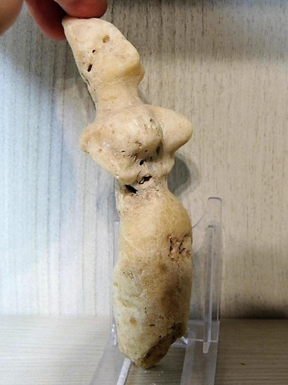 Neolithic carved marble mother goddess Venus 166 mm, old Europe, ca 12,000 BC- 5,000 BC