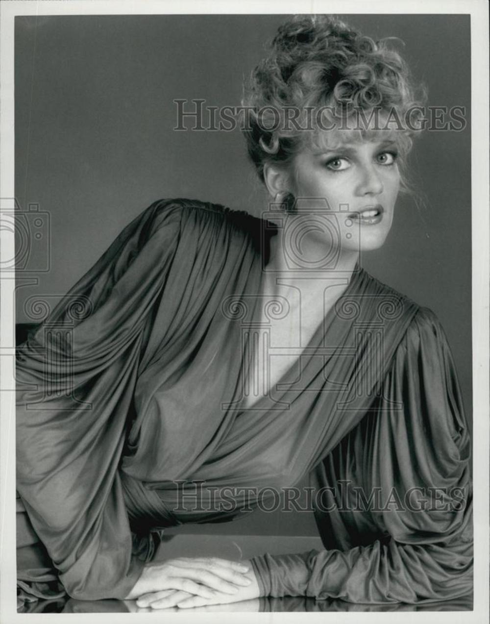 """1983 Martha Smith on """"Scarecrow and Mrs. King"""", press photo"""