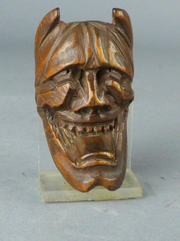 Antique japanese carved boxwood netsuke