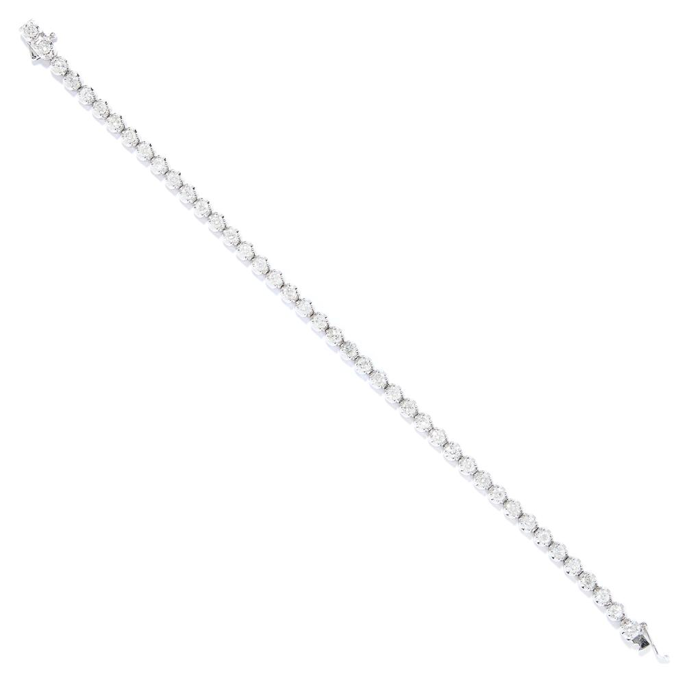 3.25 CARAT DIAMOND LINE BRACELET in 18ct white gold, set with round cut diamonds totalling approximately 3.25 carats, stamped 750, 18.5cm, 11.38g.