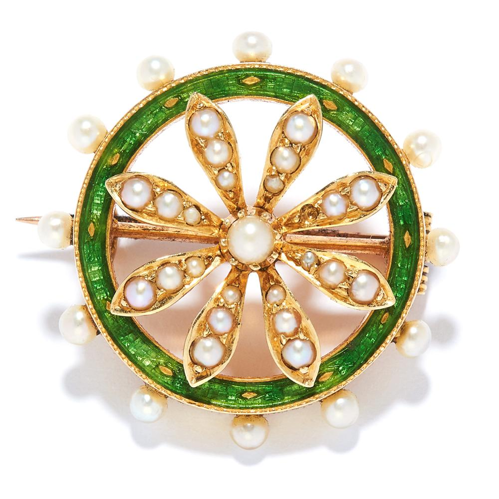 ANTIQUE PEARL AND ENAMEL BROOCH in 15ct yellow gold, in circular foliate motif, set with green enamel and pearls, stamped 15, 2.4cm, 5.3g.