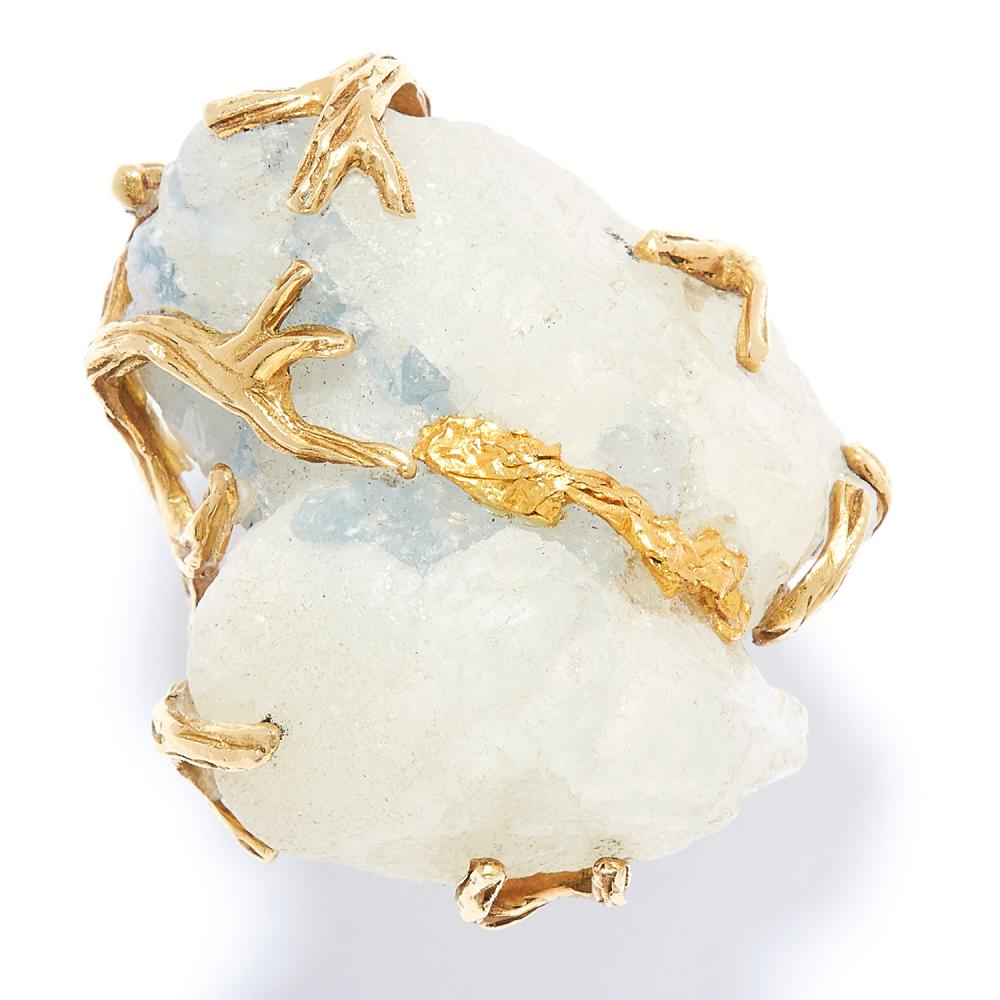 QUARTZ DRESS RING in high carat yellow gold, set with rough cut quartz in abstract gold design, marked indistinctly, size I / 4, 18.1g.