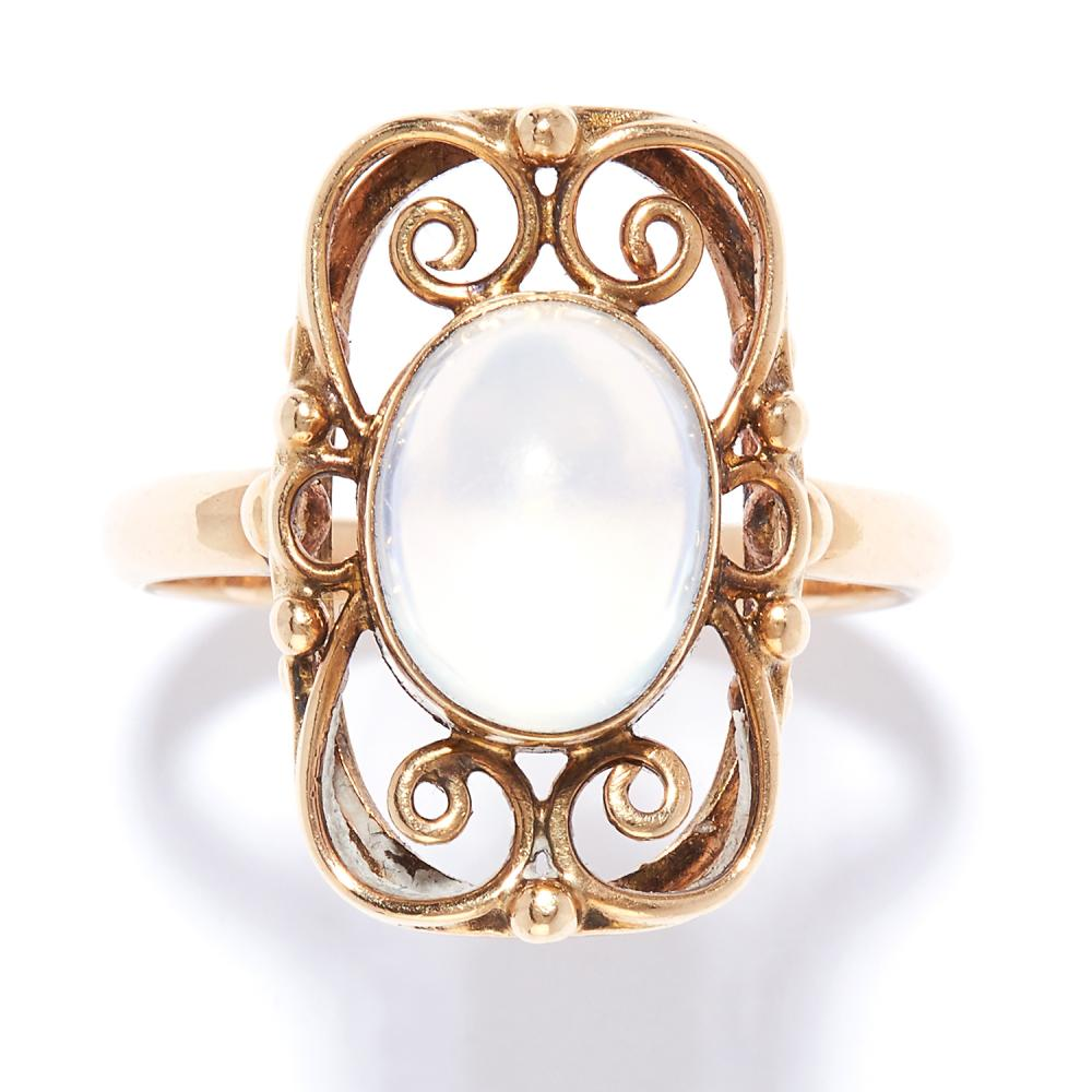 ANTIQUE MOONSTONE DRESS RING in yellow gold, set with a cabochon moonstone in open framework design, unmarked, size O / 7, 4.01g.