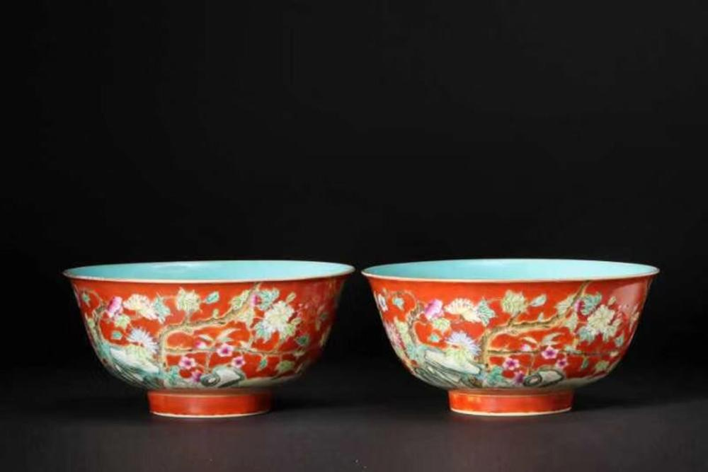 A PAIR OF CORAL-RED GROUND FAMILLE-ROSE BOWLS.MARK OF YONGZHENG