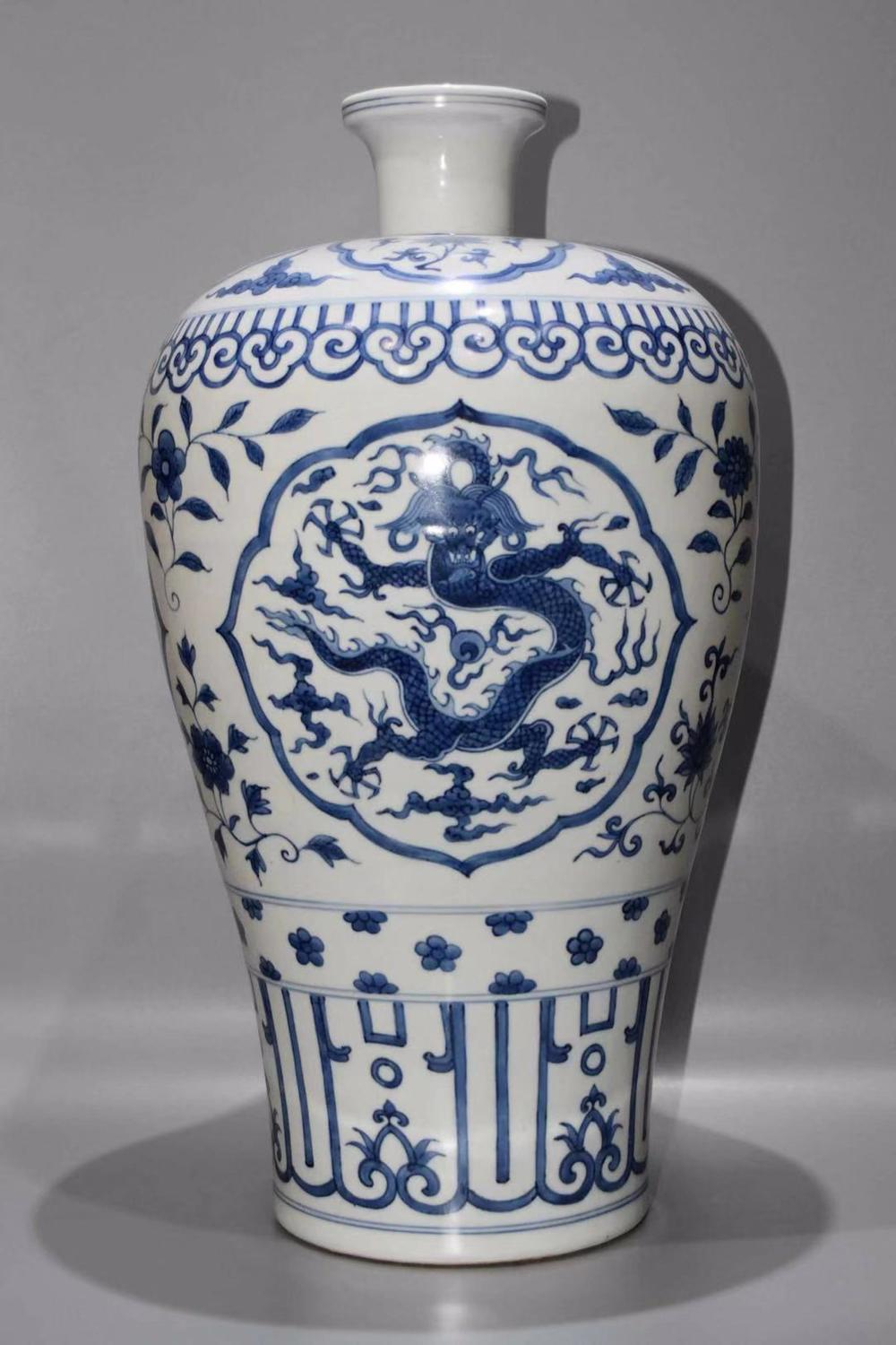 A BLUE AND WHITE 'DRAGON' MEIPING.MARK OF JIAJING