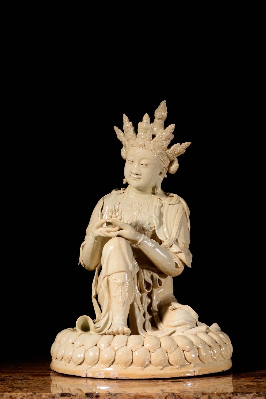 A WHITE-GLAZED FIGURE OF BUDDHA.QING PERIOD