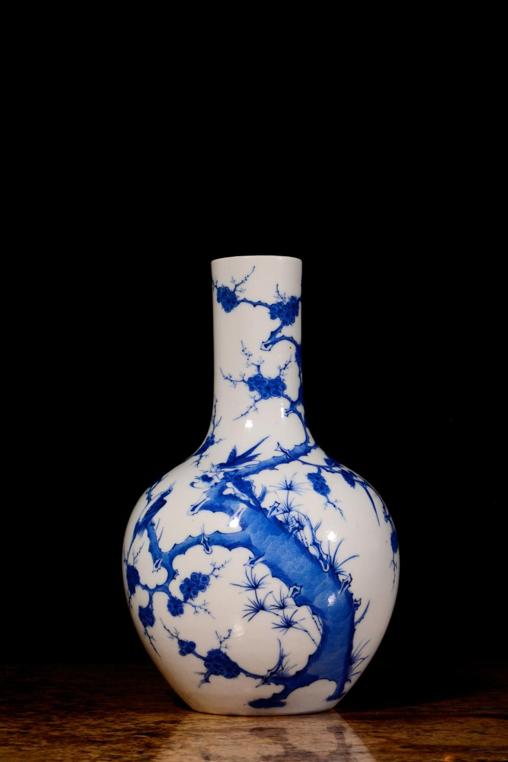 A BLUE AND WHITE  VASE.MARK OF GUANGXU