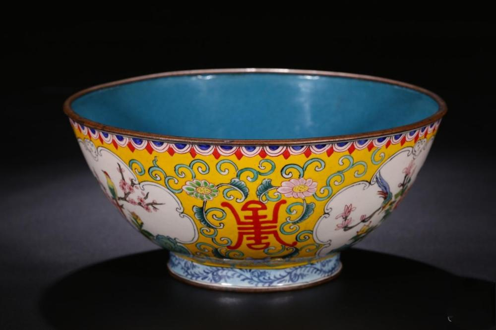 A PAINTED ENAMEL BRONZE BOWL.QING PERIOD