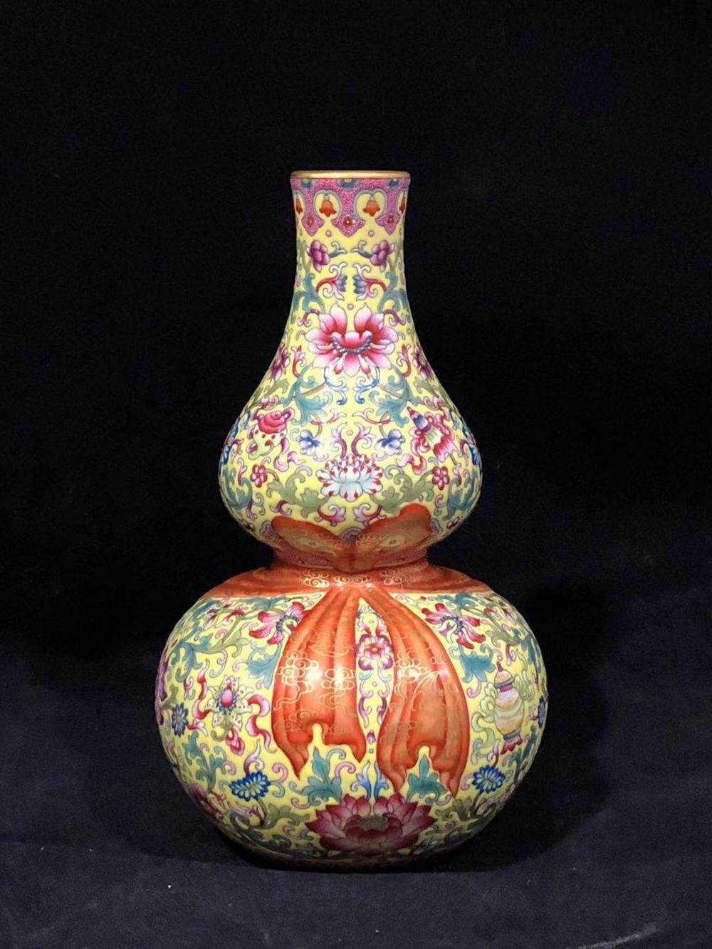 A YELLOW-GROUND FAMILLE-ROSE DOUBLE-GOURD VASE.MARK OF QIANLONG
