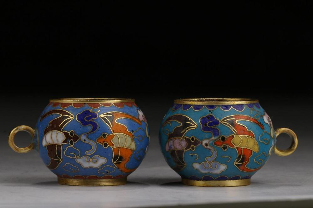 A PAIR OF CLOISONNE ENAMEL JARS.MARK OF QIANLONG