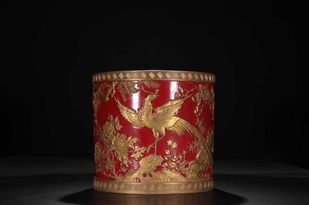 A RED-GROUND GILT-DECORATED BRUSHPOT.BITONG.MARK OF QIANLONG