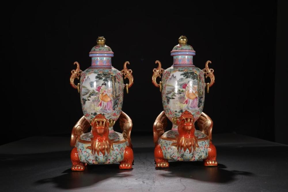 A PAIR OF PAINTED ENAMEL VASES.MARK OF YONGZHENG