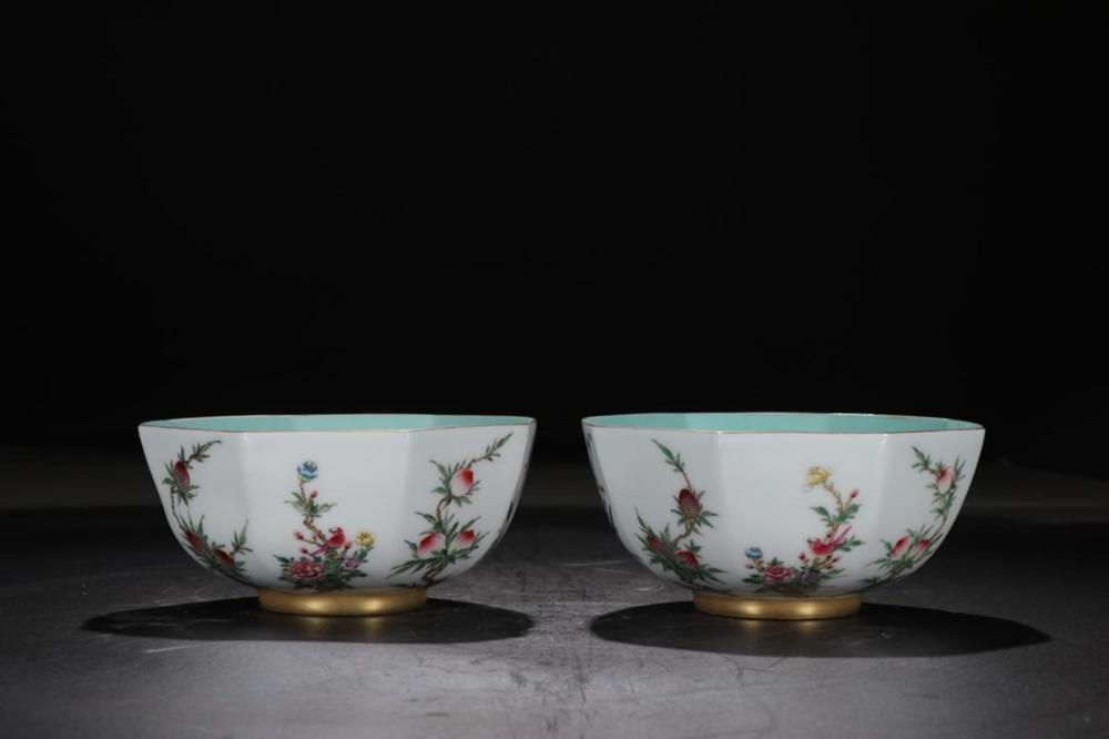 A PAIR OF FAMILLE-ROSE BOWLS.MARK OF YONGZHENG