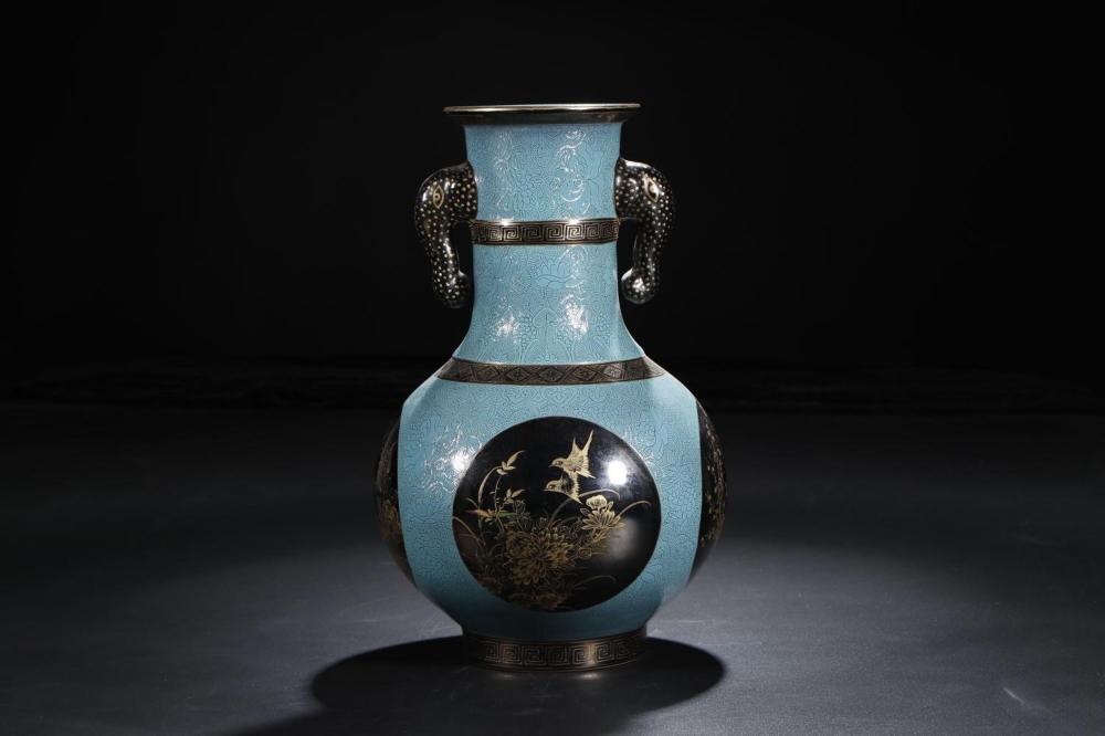 A CELADON-GLAZED GILT-DECORATED VASE.MARK OF YONGZHENG