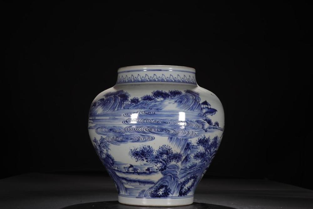 A LARGE BLUE AND WHITE JAR.QING PERIOD