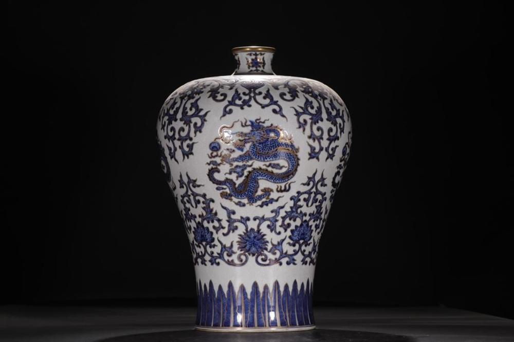 A BLUE AND WHITE 'DRAGON' MEIPING .MARK OF QIANLONG