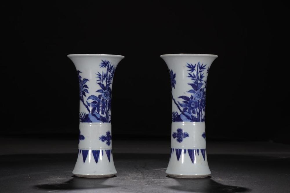 A PAIR OF BLUE AND WHITE VASES.GU.QING PERIOD