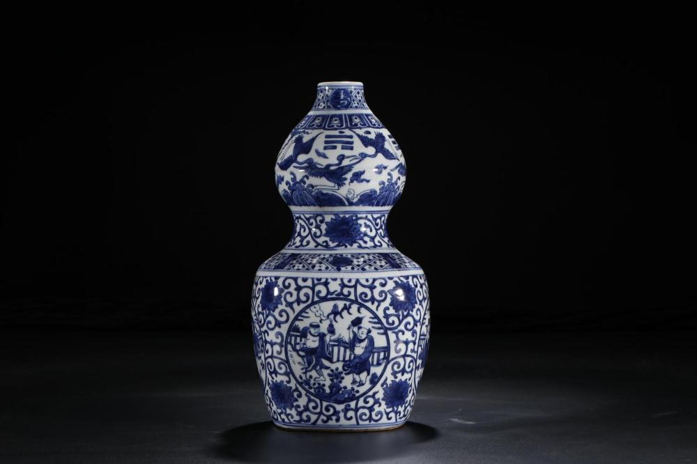 A BLUE AND WHITE 'THE EIGHT IMMORTALS' DOUBLE-GOURD VASE.MARK OF LONGQING