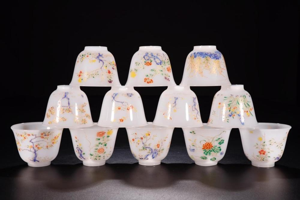 A SET OF TWELVE FAMILLE-ROSE GLASS CUPS. MARK OF CHENGHUA