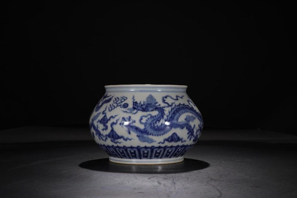 A BLUE AND WHITE 'DRAGON' WASHER.MARK OF XUANDE
