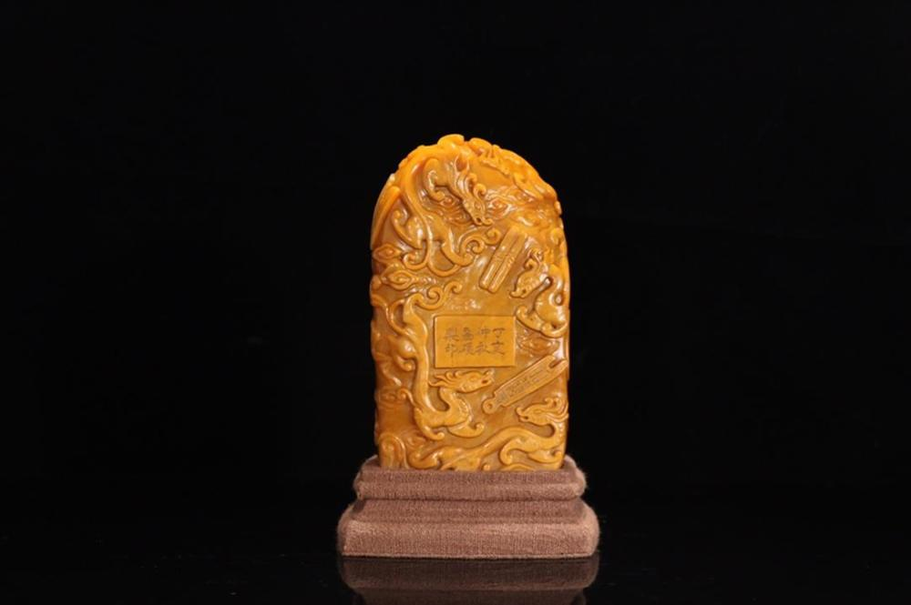 A CARVED TIANHUANG STONE 'DRAGON' SEAL.ANTIQUE