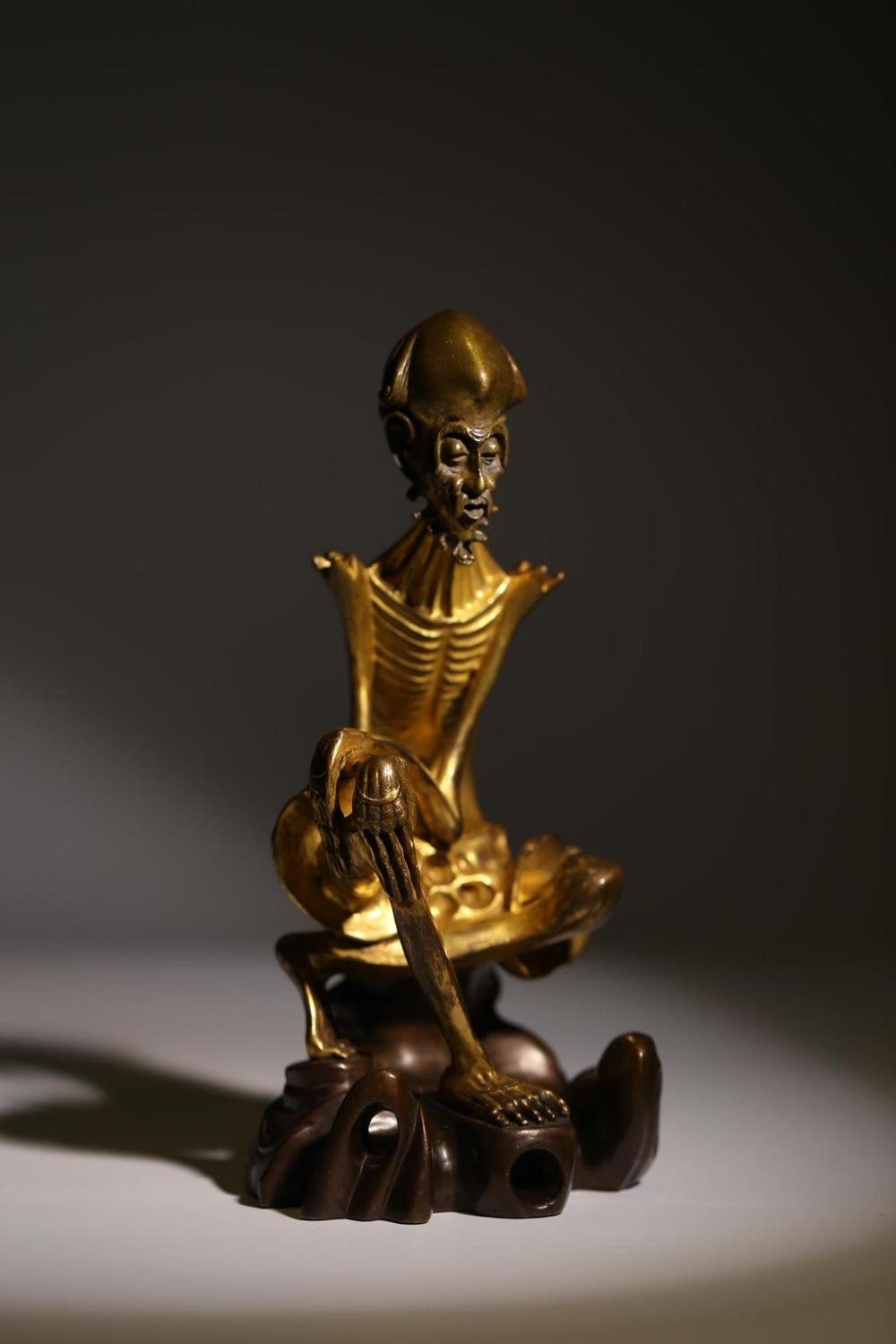 A GILT-BRONZE FIGURE OF LUOHAN.QING PERIOD