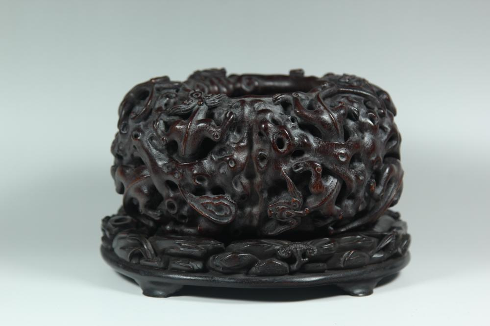 A CARVED AGALLOCH WOOD 'DRAGON' WASHER.ANTIQUE