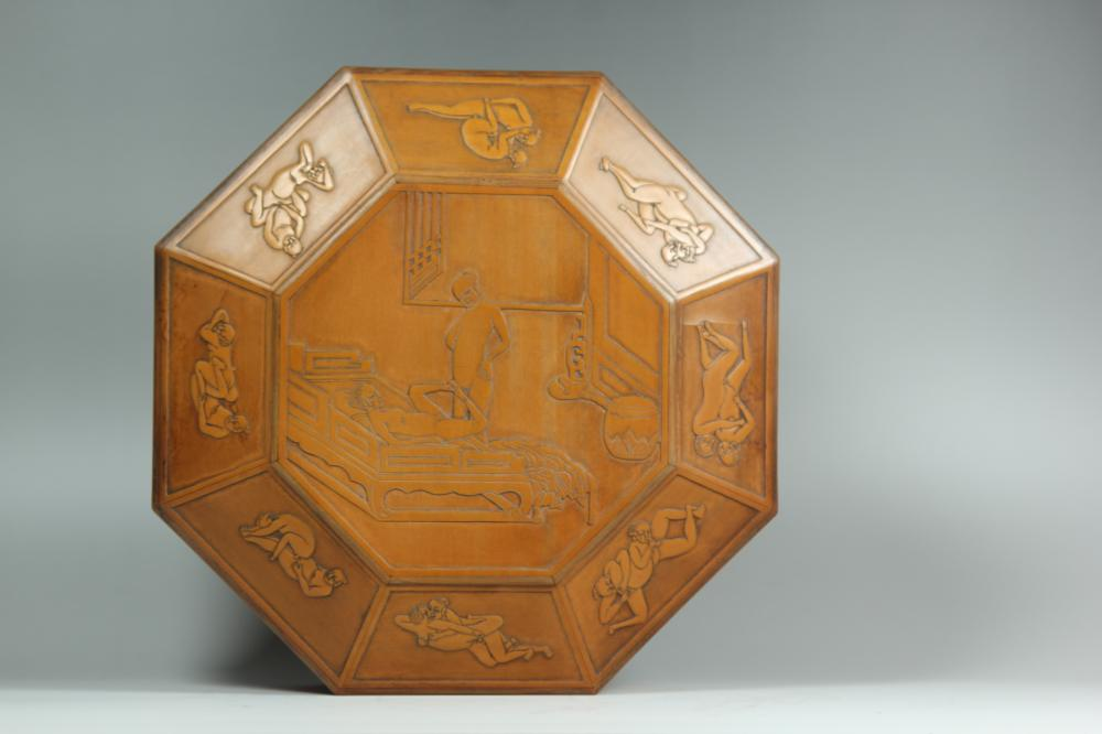 A CARVED BAMBOO BOX AND COVER.ANTIQUE