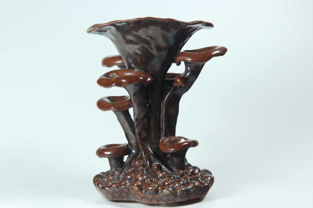 A CARVED WOOD-GLAZED 'LINGZHI' FLOWER STAND.ANTIQUE