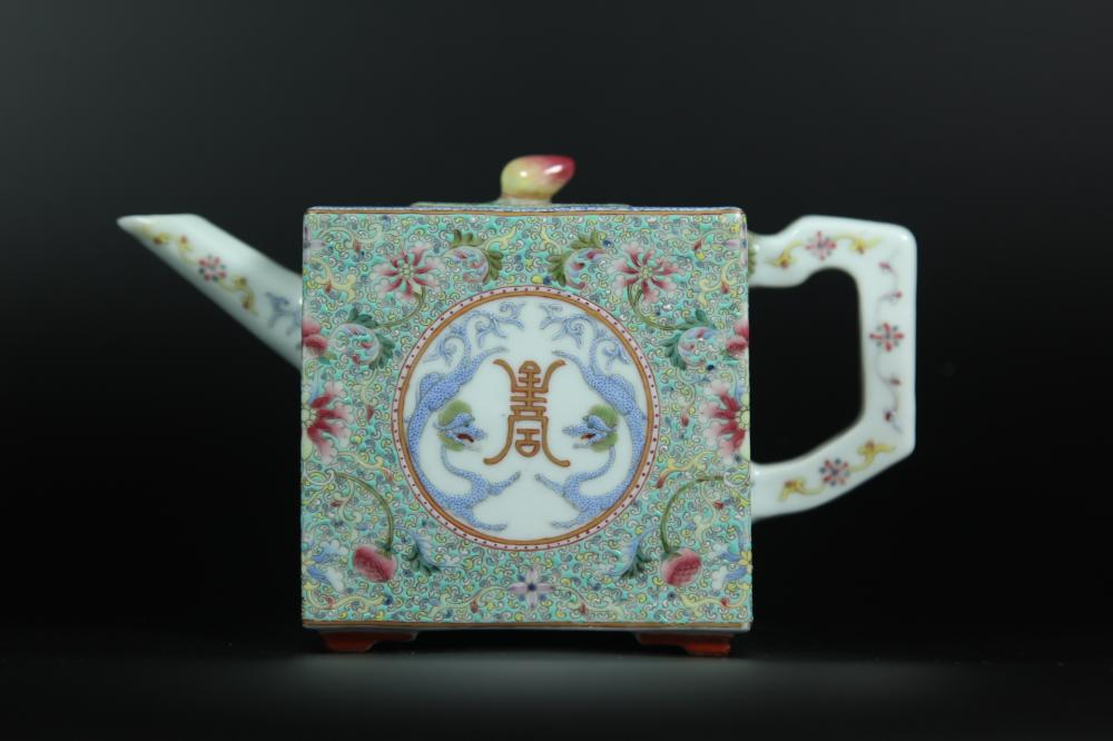 A FAMILLE-ROSE SQUARE TEAPOT AND COVER.ANTIQUE