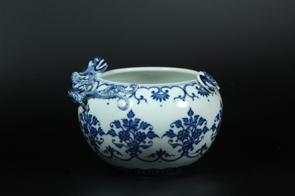 A BLUE AND WHITE 'DRAGON' WASHER.MARK OF QIANLONG