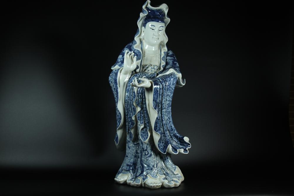 A CARVED BLUE AND WHITE GUANYIN.ANTIQUE
