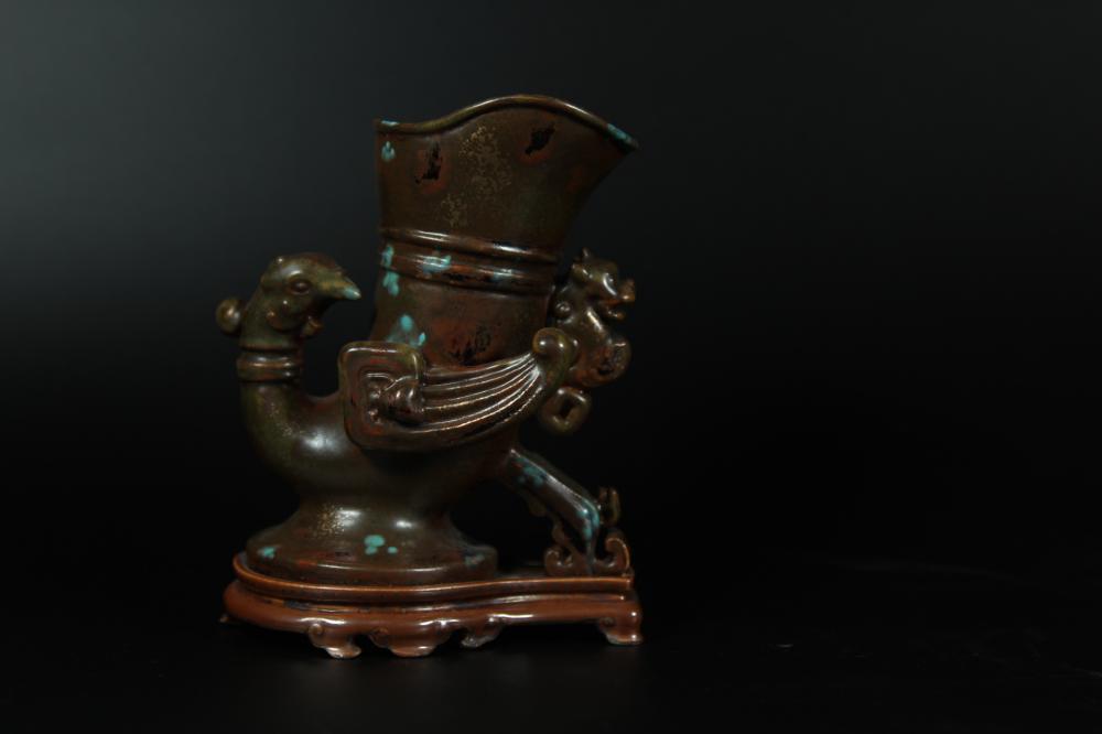 A BRONZE-GLAZED PORCELAID 'PHOENIX' CUP.ANTIQUE