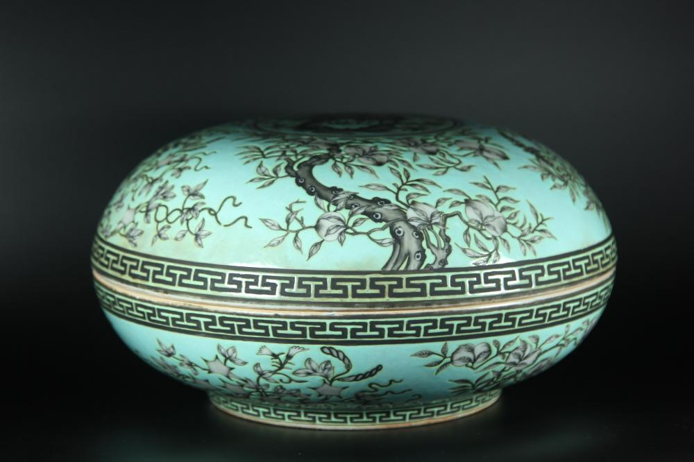 A TURQUOISE-GROUND BLACK-DECORATED 'DRAGON'BOX AND COVER.QING DYNASTY