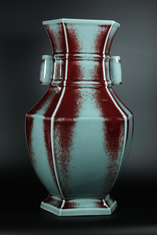 A FLAMBE-GLAZED PEAR-SHAPED VASE.MARK OF QIANLONG