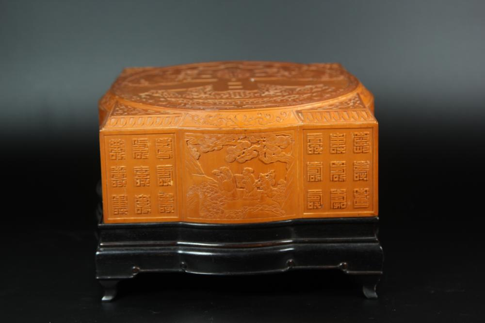 A CARVED BAMBOO 'CHUN' BOX AND COVER.ANTIQUE
