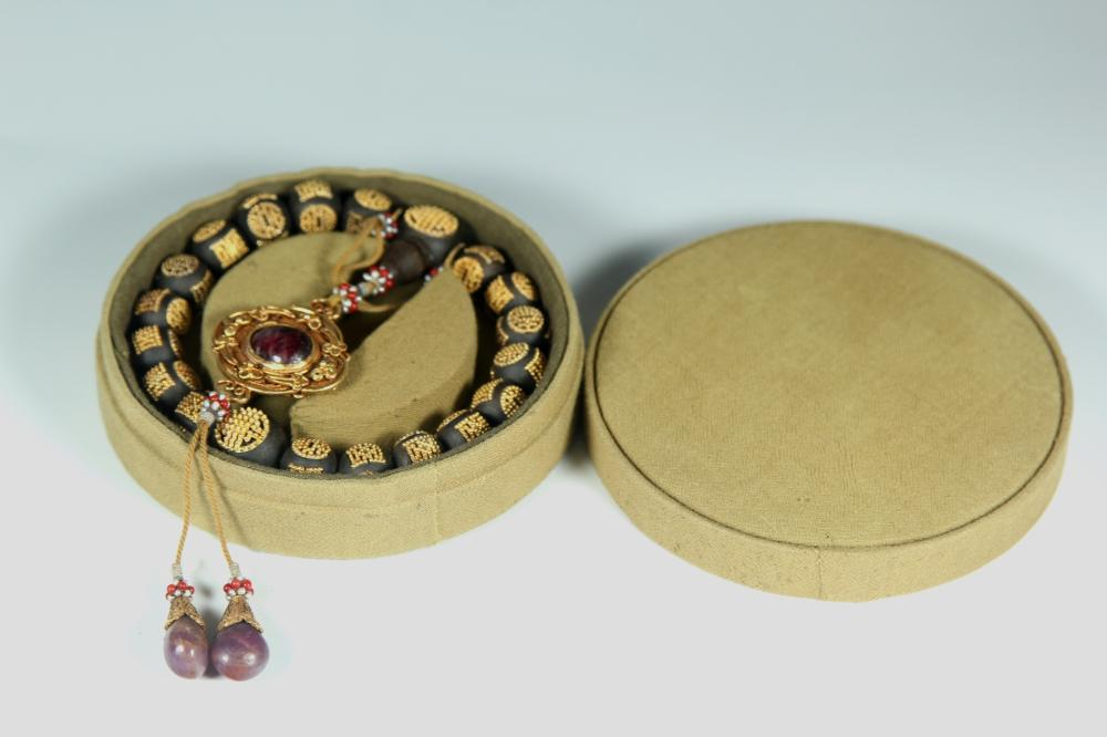 A GOLD INLAID AGALLOCH WOOD BEADS BRACELET.ANTIQUE