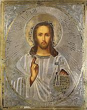 GRANDE ICÔNE représentant le Christ Pantocrator. Sur le panneau de bois sont peints le visage et les mains du Christ. Par-dessus est posé l'Oklad, en argent gravé et partiellement doré, représentant l'auréole