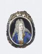 PORTRAIT D'HOMME en bleu Miniature sur émail Début du XVIII° siècle H 8 cm Ce type de miniature sur émail était fréquemment appliqué sur des bourses de prestige, en velours, semblables aux bourses de jeu, et offertes lors de mariages ou de