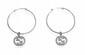 GUCCI PAIRE DE CREOLES en or gris, chacune ornée d'un charm en forme de monogramme Gucci pavé de diamants. Les charms signés. Poids : 5,5 g