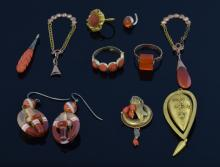 Group of antique jewellery including banded sardon