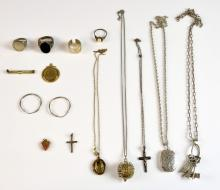 Collection of mainly silver jewellery, including i